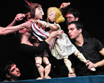 A little puppet romance, via The Puppet Co. in Glen Echo, MD.