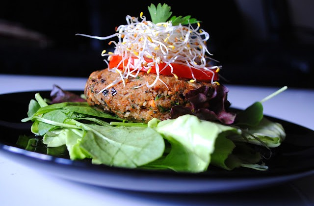 raw-veggie-burger-delight_24179-veggieburger-640x420