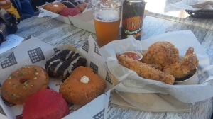 Tracey Paleo, Gia On The Move, food reviews, Astro Doughnuts & Friend Chicken, Santa Monica